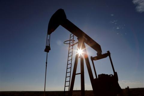 Mỹ: Sản lượng dầu thô giảm 10% và hoạt động của các nhà máy lọc dầu giảm mạnh