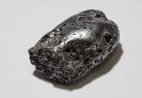 Sản lượng bạch kim toàn cầu giảm mạnh 9% xuống 170,000 kg trong năm 2020