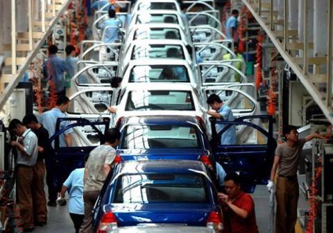 Hoạt động sản xuất của Trung Quốc bất ngờ tăng với tốc độ nhanh nhất trong 3 năm