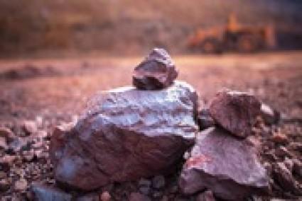 Fitch dự báo giá quặng sắt còn…